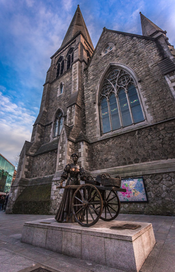 Molly Malone Statue Dublin City